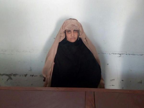 surprisinglives.net/sharbat-gula-arrested-needs-help/