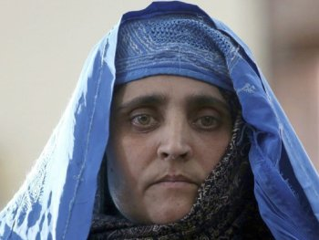 surprisinglives.net/sharbat-gula-i-pray-for-you/