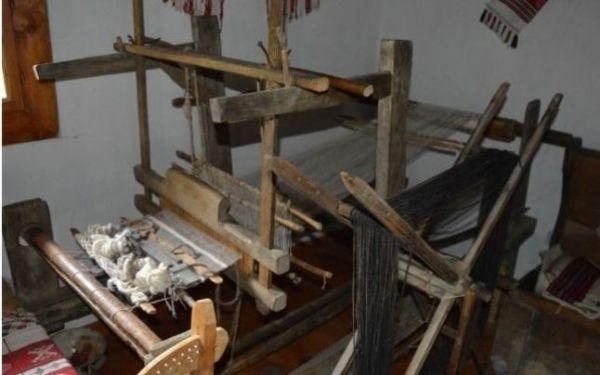 Război de ţesut în expoziţia etnografică din Sălciua