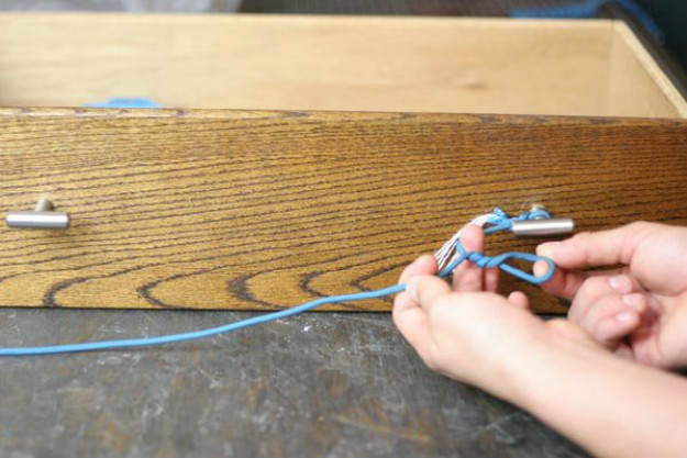 Twist the Loop Three to Four Times   Paracord Knots and Hitches   How To Make Paracord Hitches