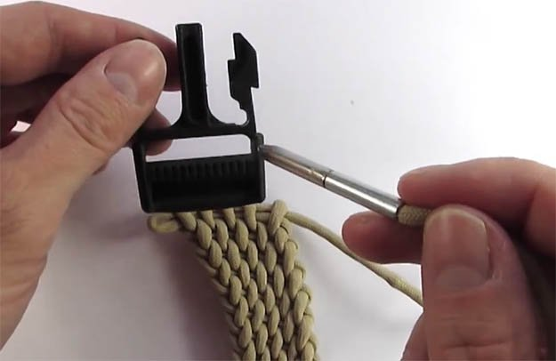 diy-paracord-belt-23 | VIDEO: How to Make a Paracord Belt