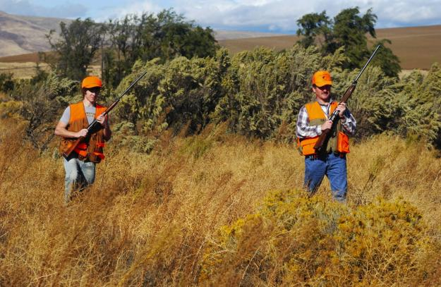Never forget the blaze orange | 5 Practical Tricks To Choosing Deer Hunting Clothes