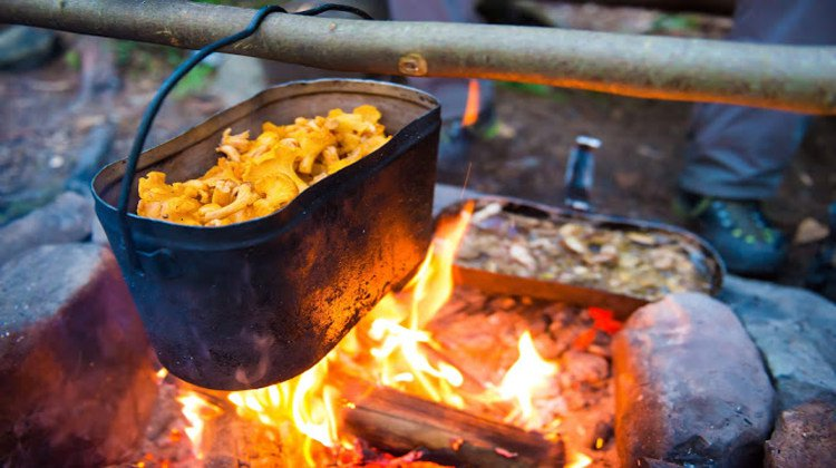 Winter campfire | Practical (Yet Delicious) Winter Campfire Cooking Ideas For Outdoor Cooking