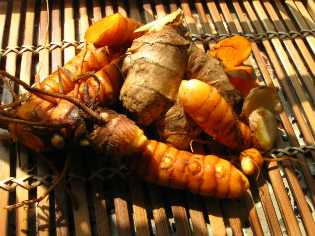 turmeric 12 Home Remedies For Poison Ivy, Oak, and Sumac