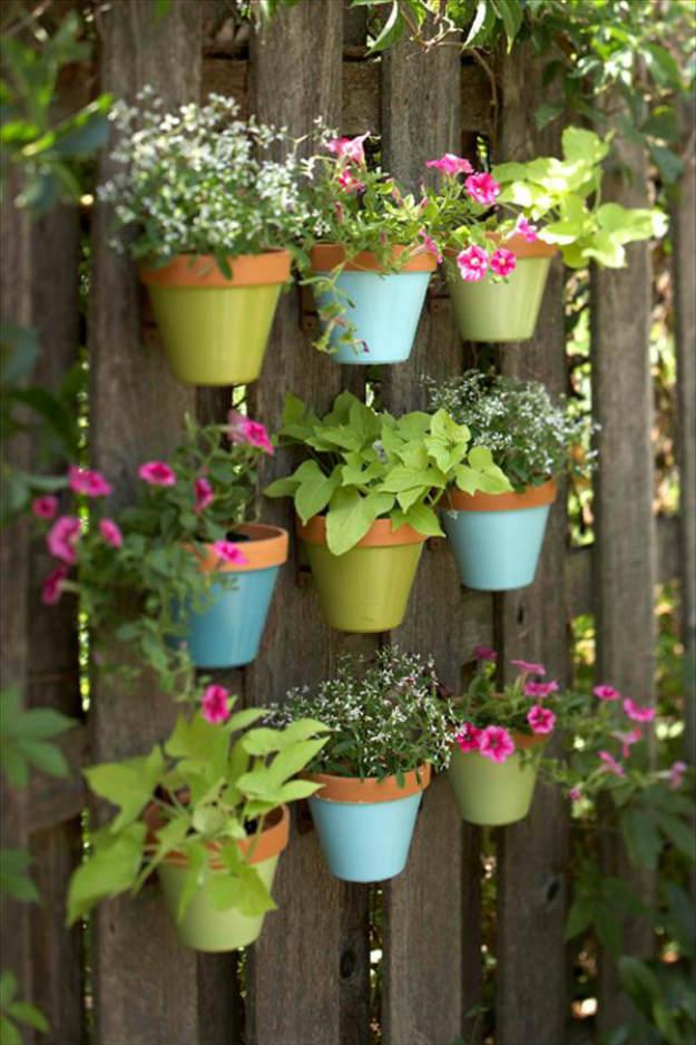 vertical pallet | Pallet Gardening - 2 Great Layouts For Your Garden