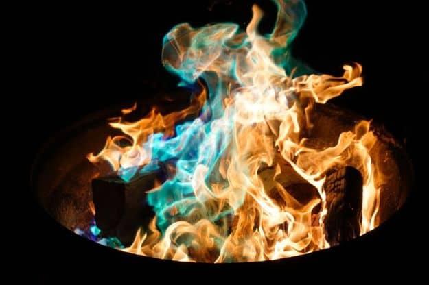 Create a Quick Windbreak Around Your Campfire | Uncommon Aluminum Foil Survival Uses