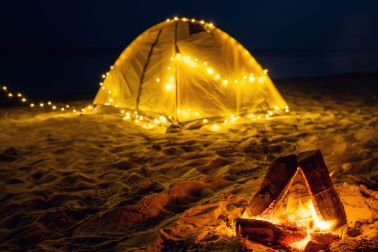 fire-night-on-beach-summer-mood camping fire