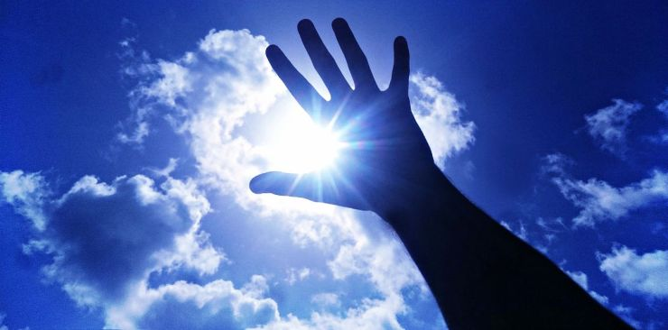 Hands under sunlight | Outdoor Survival Skills | Tell Time In The Wild Without A Watch