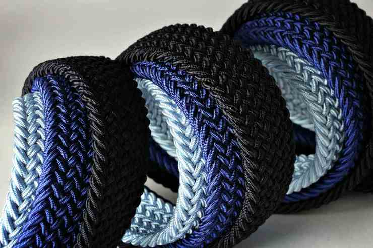 Paracord belt | Uses for Paracord That Will Surprise You
