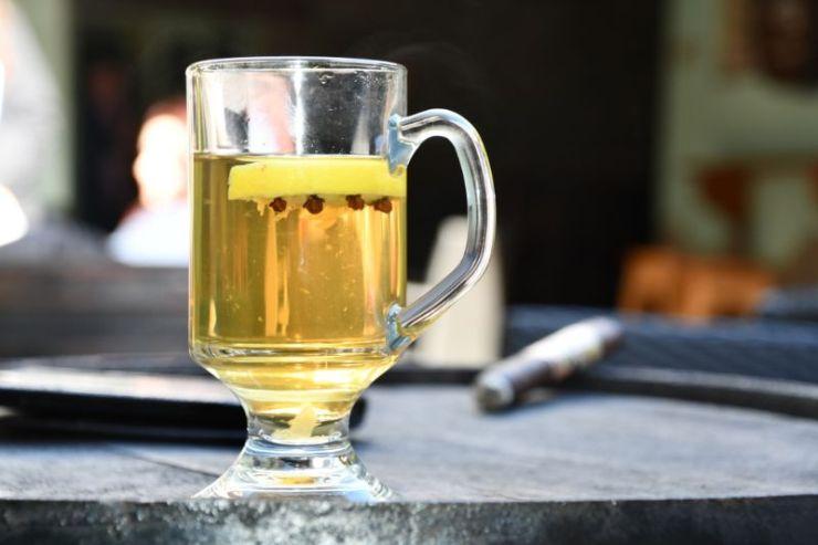 whiskey-glass-cloves-lemon-hot-irish | hot whiskey