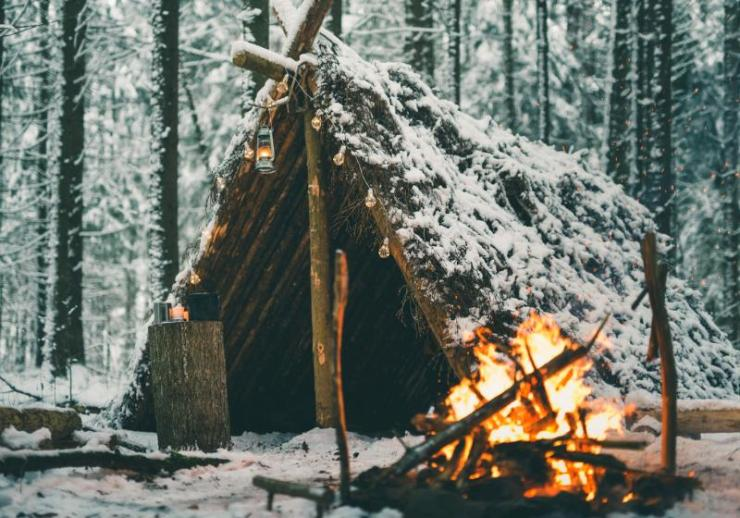 primitive survival shelter winter forest christmas | winter survival game