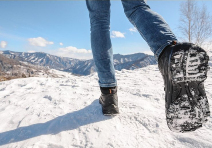 Boots going to the winter mountains. Close Up shot of the trekking shoes | best boots for ice