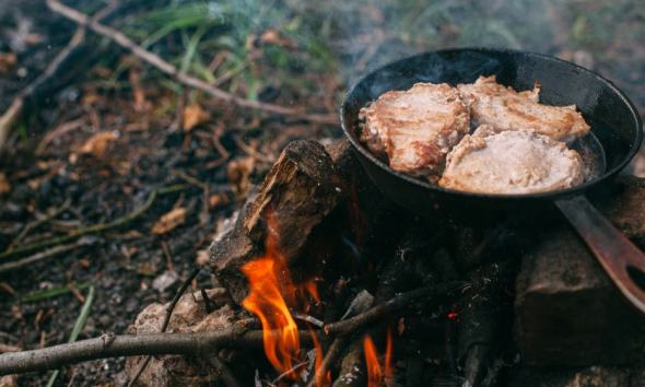Steak in a pan on a fire. Cooking in nature. Picnic. Grill on fire | Campfire cooking