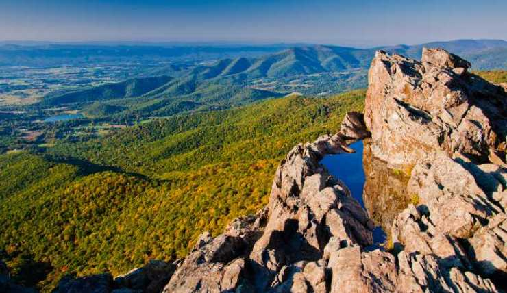 View of the Shenandoah Valley and Blue Ridge Mountains from Little Stony Man Cliffs-best hiking trails