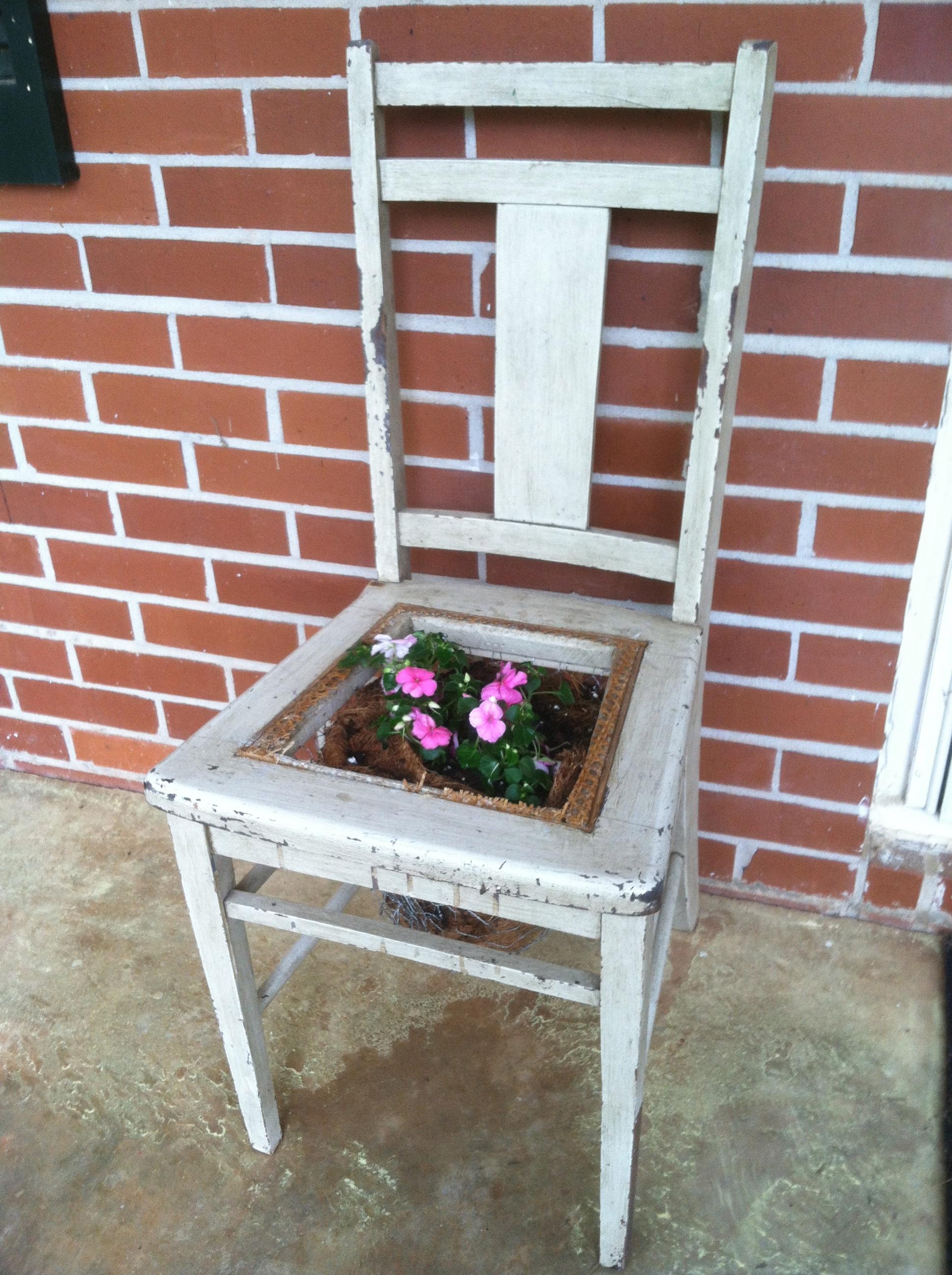 A DiY Farmhouse Table DRGs Grocery Bag And Chair