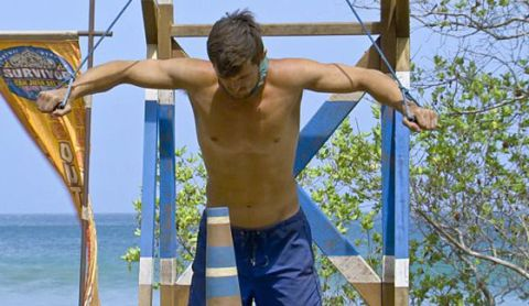 Jon Misch competes for Immunity on Survivor