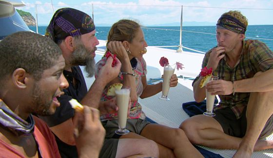 Survivor 2015 castaways enjoy a picnic