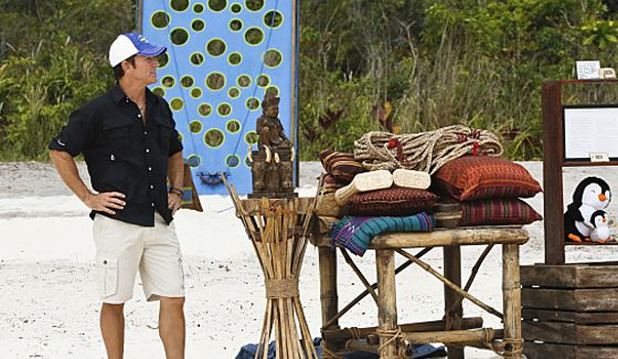 Jeff Probst hosts Survivor Immunity Challenge on Kaoh Rong