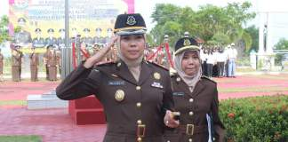 Kajari Tanjungpinang Ahelya Abustam menjadi inspektur upacara peringatan Hari Ibu di kantor Kejati Kepri (istimewa)