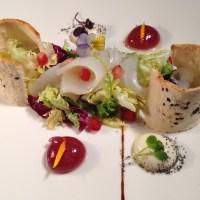 Ensalada de bacalao marinado con esferas de parmesano y frambuesa