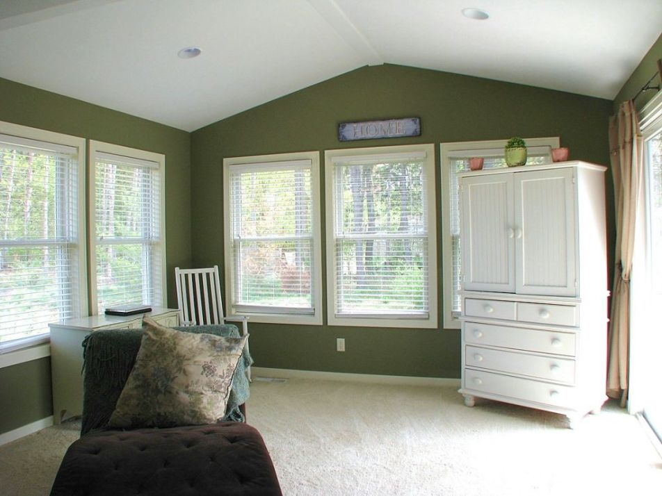 4-season room with cathedral ceiling