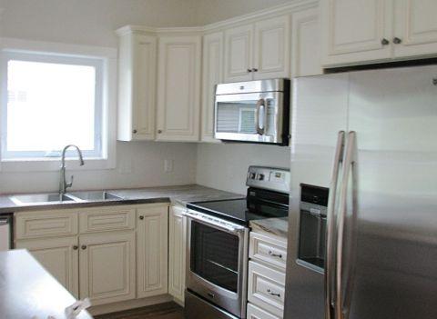 2430 Kitchen stainless steel appliances