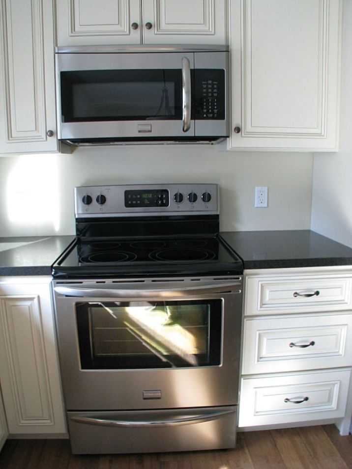 2502 Kitchen flat surface electric stove and built in microwave