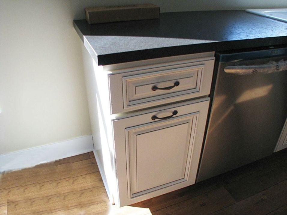 2502 Kitchen cabinets