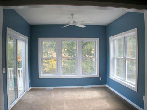 2506 4-season room with expansive panorama of windows