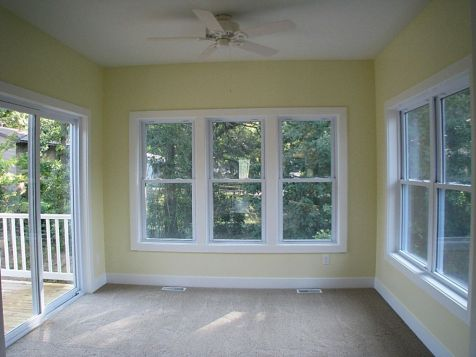 2502 4-season room off the living room