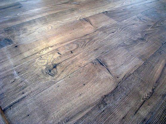 2415 Laminate wood floor