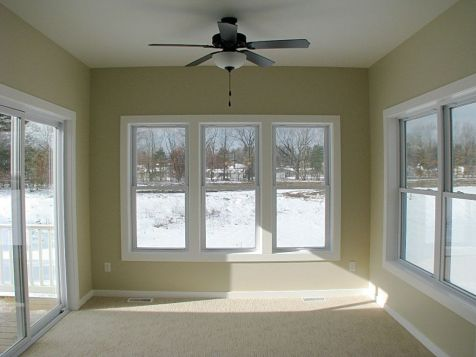 2518 4-season room with beautiful view of back yard