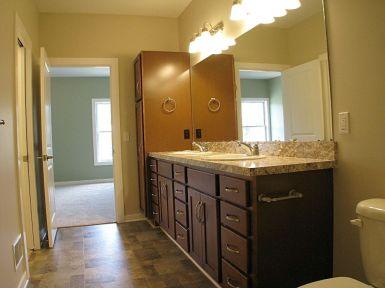 Master bath with linen closet