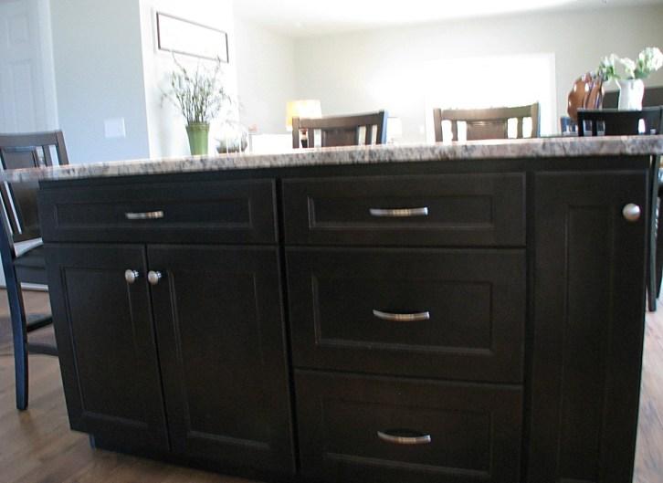 Kitchen-center island granite
