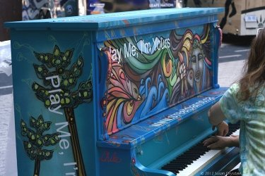 TorontoStreetPianos_Chile_MapleLeafSquare_00