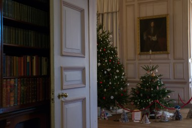 Sudbury Hall_Christmas 2014_Talbot Room into Long Gallery_Susan Guy (1 w