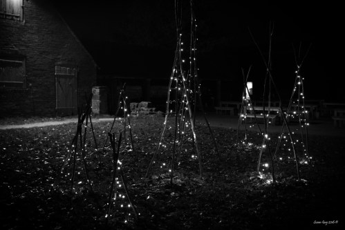 susan-guy_calke-abbey_courtyard_christmas-2016_5-mono-c