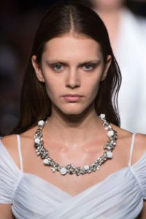 hbz-ss2016-trends-jewelry-collarbone-necklaces-givenchy-clp-rs16-7886