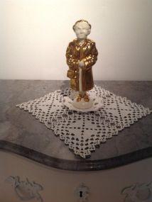 """""""Golden age"""" porslinstant med guldglasyr nr 1/10"""
