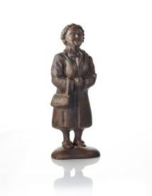 """""""Den Svenska Tanten"""" brons 9cm. Tillverkas på beställning."""