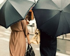 rain-twowomenumbrellas