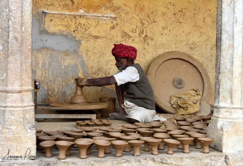 12.Pottery village Amber