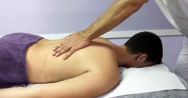 Osteopathie – alles heilen mit den Händen?