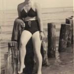 Frau an der Ostsee - Foto von L.Thäter erstanden beim Trödler von Susanne Haun