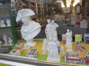 Skulpturen von Preußens Luise im Souvenirladen unter den Linden - Foto von Susanne Haun