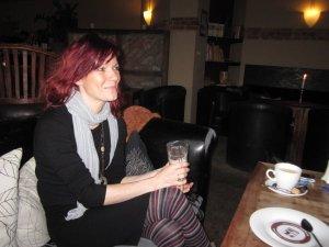 Bei der Diskussion hört Conny zu - Foto von Susanne Haun