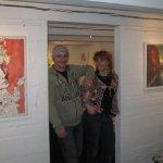 Andreas und ich vor unseren Einladungsbildern - Foto von Katharina