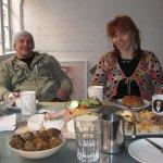 Andreas und ich beim Frühstücken - Foto von Katharina
