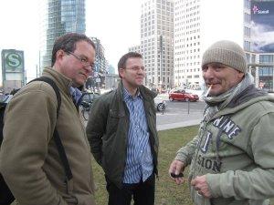 Frank Köbsch, Frank Hess und Andreas Mattern auf dem Potdamer Platz - Foto von Susanne Haun