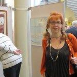 """Vernissage """"elf stellen sich vor"""" - ich vor meinen Bildern - Foto von Katrin Winter"""